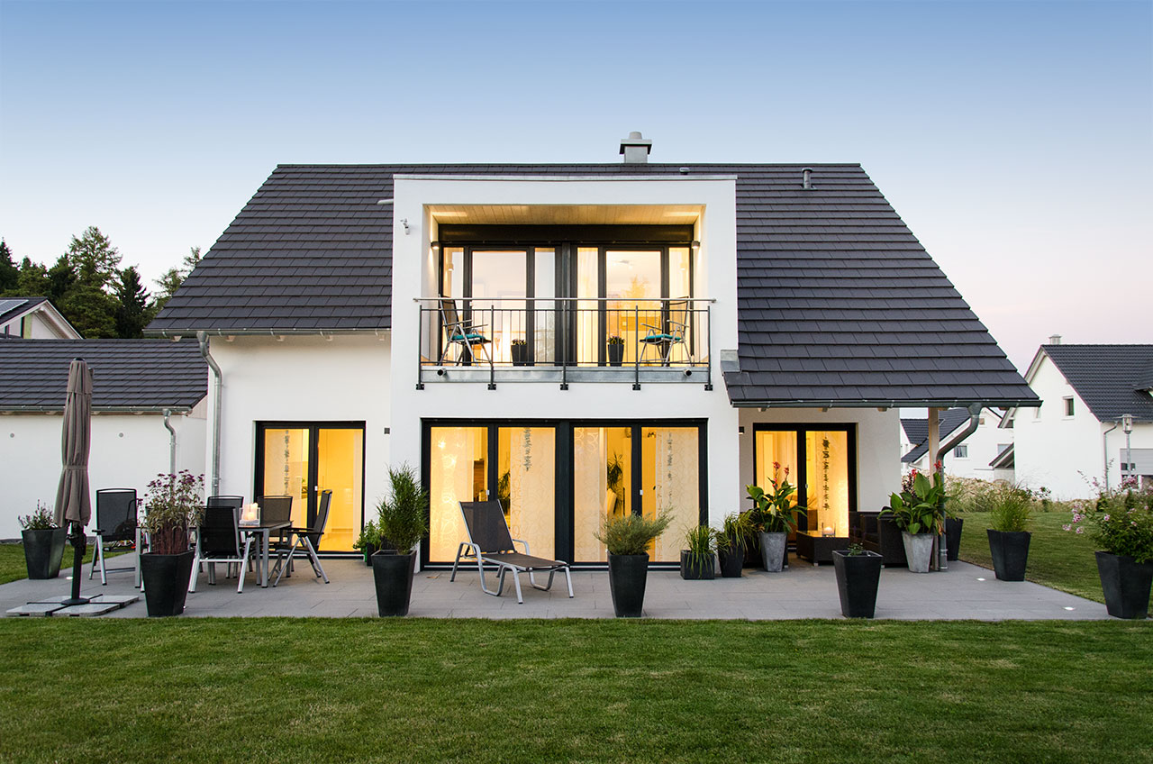 moderne hauser im bungalowstil m bel ideen und home. Black Bedroom Furniture Sets. Home Design Ideas